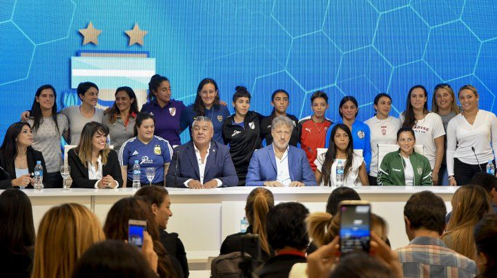 El fútbol femenino argentino hace historia y se profesionaliza