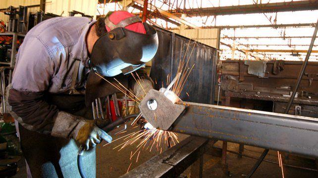 En Rosario y la región hay 15.700 puestos de trabajo en peligro