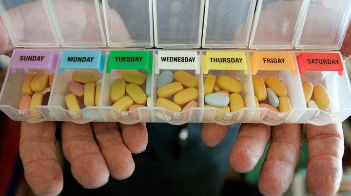 Rutina diaria. Los pacientes con VIH/sida deben ingerir todos los días una cantidad de pastillas.