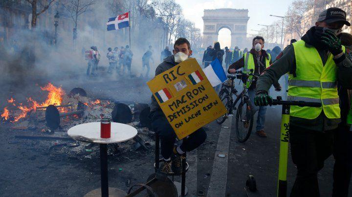 Vandalismo. Los activistas coparon los Campos Elíseos