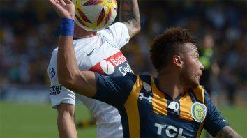 El defensor colombiano tendrá alrededor de ocho meses de recuperación.