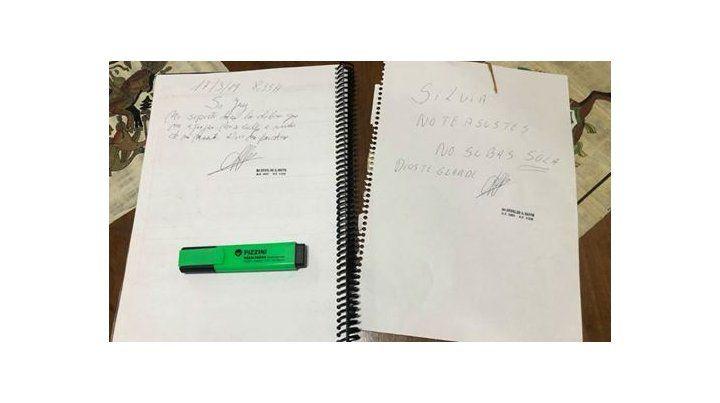 Las dos notas que supuestamente dejó el forense: una para el juez y la otra para la empleada.