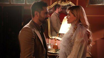 Amor oculto. Moretti (Heredia) se enamora de Raquel (Suárez).