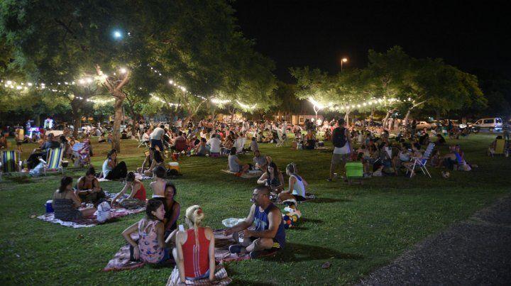 Picnic nocturno en el parque Sunchales