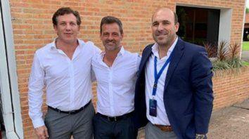 Retrato. Domínguez, Cocca y Belloso, ayer tras la cumbre.