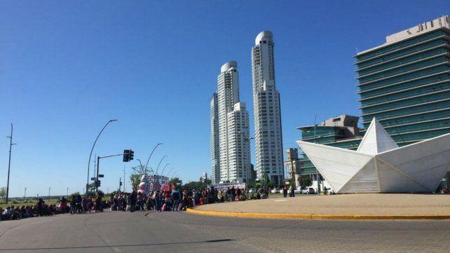 Jornada de protesta con ocho piquetes en Rosario y la región