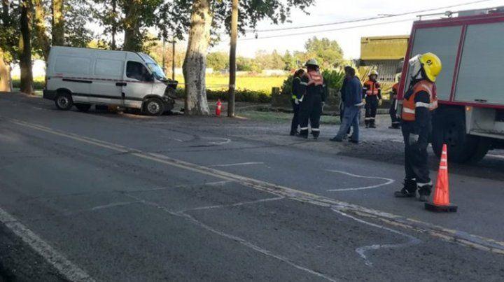 Un hombre murió al chocar contra un árbol en la ruta 92 a la altura de Los Molinos