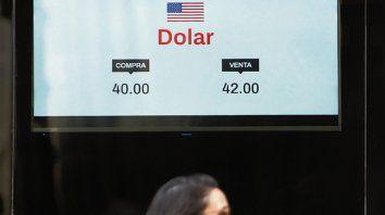 vaivenes. El dólar abrió con una fuerte suba, que luego moderó.