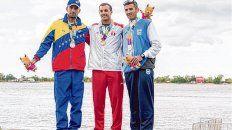 Podio. El rosarino Federico Pacheco (der.) llegó tercero tras el peruano Torres y el venezolano Guipe.