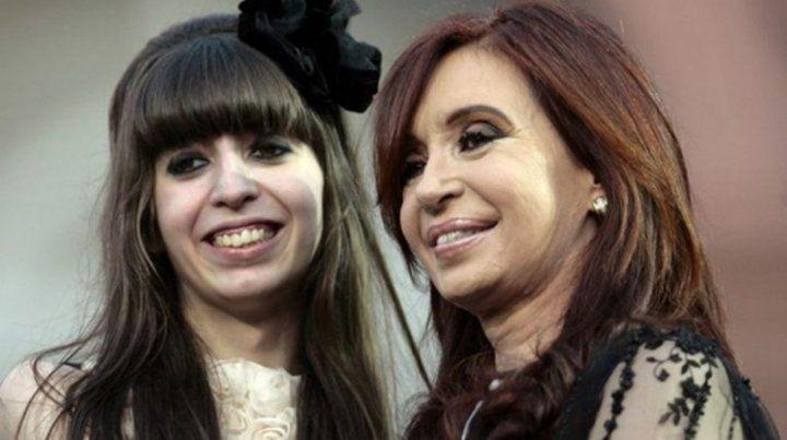 Cristina dijo que vuelve mañana al país desde Cuba y mostró la historia clínica de su hija