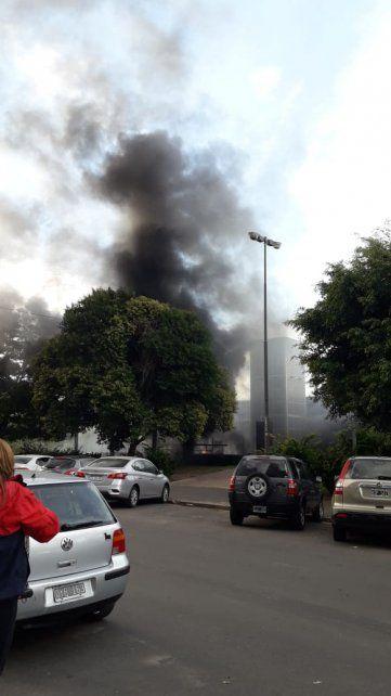 Tensión en barrio Martin por un incendio en el bar Queens lindero al parque Urquiza