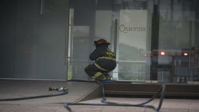 El incendio ocurrió cerca de las 17.20 en el bar ubicado sobre avenida Libertad.