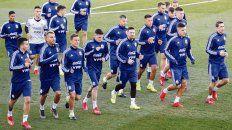 Messi en el centro de la escena. La Pulga volvió a la selección tras 266 días ausencia.