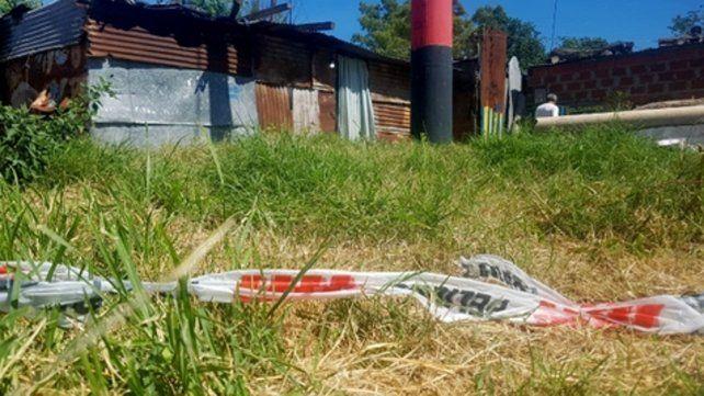 entre los yuyos. El lugar donde quedó el cuerpo de Jonatan Jerez la tarde de la última Navidad tras ser baleado.