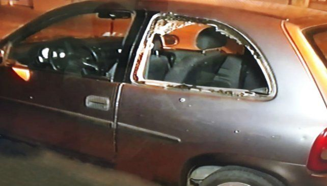 El conductor de este vehículo intentó recuperar una moto que le habían robado y lo mataron. (Foto: captura de TV)