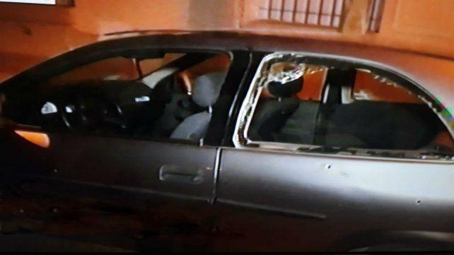 Los impactos de bala en el auto de la víctima se notan a simple vista. (Foto: captura de TV)