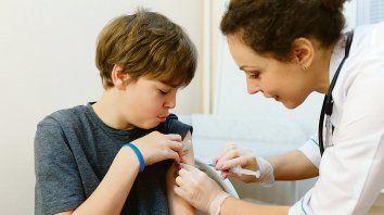 Sólo la mitad de los chicos de 11 años recibe el esquema completo de una vacuna contra varios cánceres