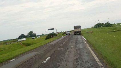 La autopista viene sufriendo un franco deterioro, que generó incluso la rebeldía de los usuarios.