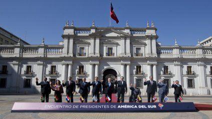 Santiago de Chile. Foto de familia de los mandatarios frente al Palacio La Moneda.