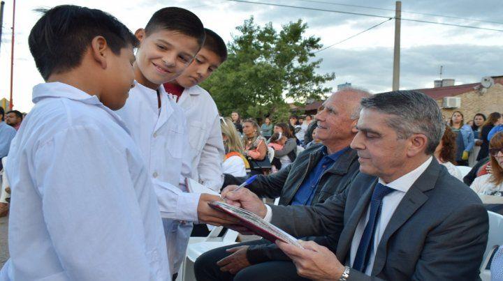In situ. El senador participó de distintas actividades educativas.