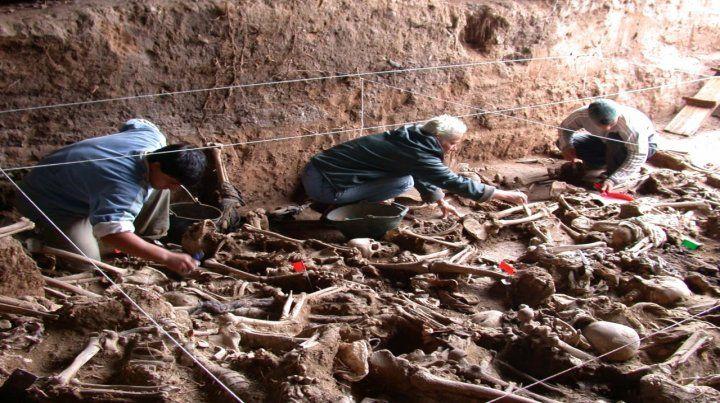 Fosas. Muchos restos fueron encontrados en lugares clandestinos o en la costa del mar.
