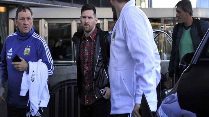 Vuelta a casa. Messi padeció ante Venezuela una reagudización del dolor pubiano.