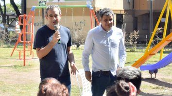 Javkin y Manes, ayer en el complejo habitacional de Grandoli y Gutiérrez.