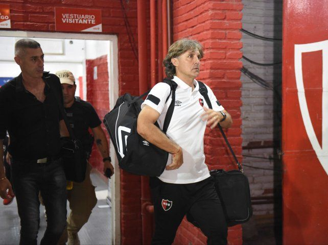 Bidoglio dejó de ser el entrenador de Newells