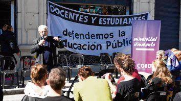 En la calle. Los profesores avanzarán con paros y clases públicas.