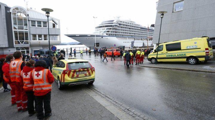hustadvika. El crucero Viking Sky fue remolcado por dos barcos.