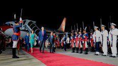 Papelón en el arribo de los reyes de España a la Argentina
