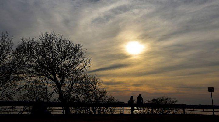 Mañana fría con cielo nublado y vientos que soplan del sur