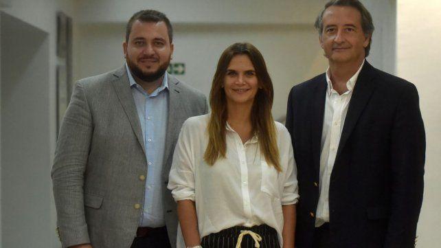 El pastor Walter Ghione y el abogado constitucionalista Nicolás Mayoraz junto a Amalia Granata.