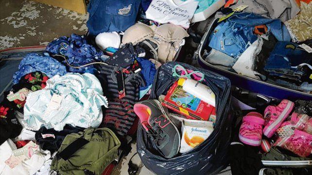 Prendas. En uno de los siete allanamientos se incautó ropa de todo tipo.