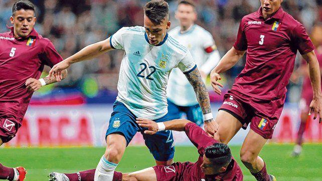Uno que sigue. Lautaro Martínez fue el autor del único gol ante Venezuela. El delantero de Inter será titular.