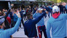 Enojados. Hinchas azulgranas protestaron por la sanción del comité de disciplina.