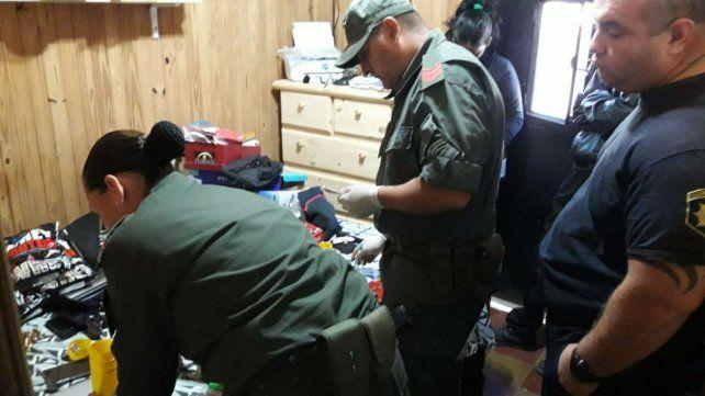 Efectivos de Gendarmería Nacional en el allanamiento en el Comando Radioeléctrico.