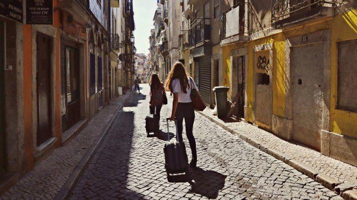 Madrid asesta un duro golpe a Airbnb y a los alquileres turísticos