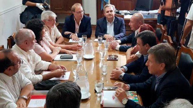 La provincia convocó a los gremios estatales a reunión paritaria