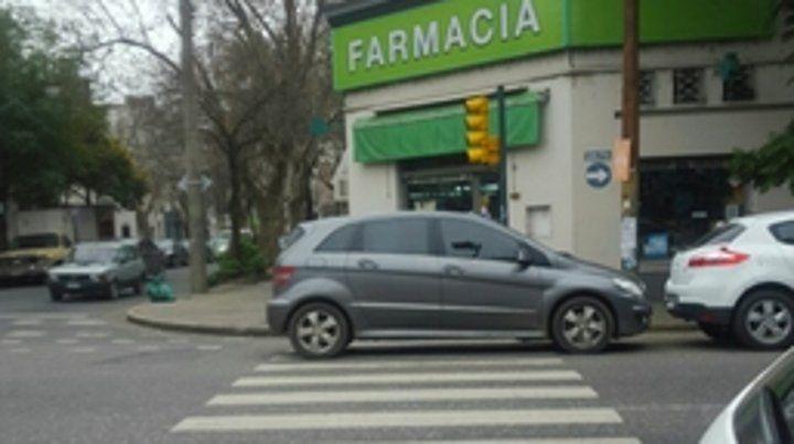 odisea. Cruzar la senda peatonal en la ciudad representa un gran riesgo.