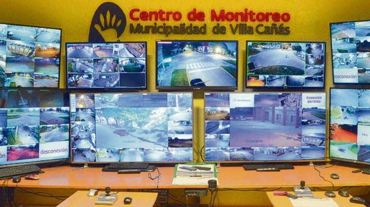 Control. El moderno centro de monitoreo de Villa Cañás con 96 cámaras.