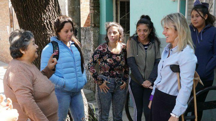 La precandidata a concejala Anahí Schibelbein propuso cambios que mejoren la atención a las víctimas de violencia de género.