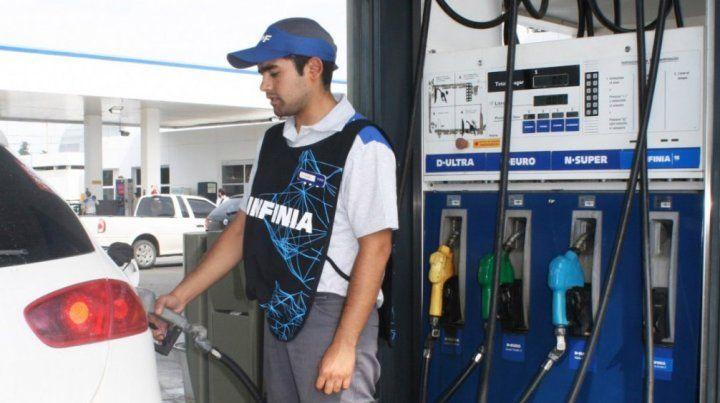 YPF aumenta sus naftas 4,55 por ciento y el gasoil 4,89 por ciento desde la medianoche