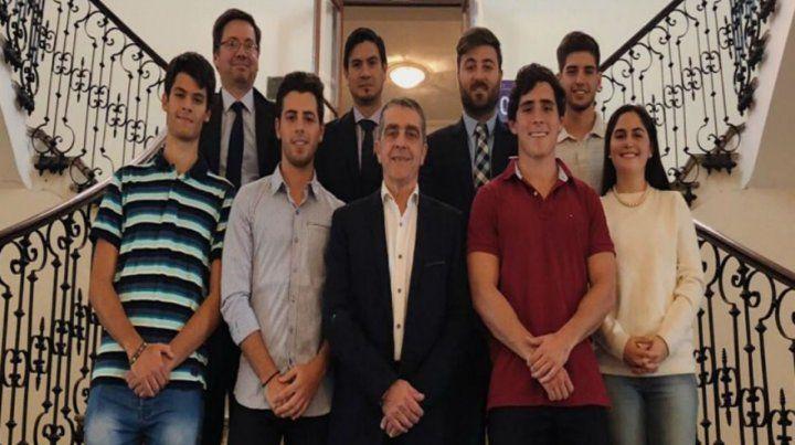 Juntos. El senador Traferri se reunió con los estudiantes rosarinos.