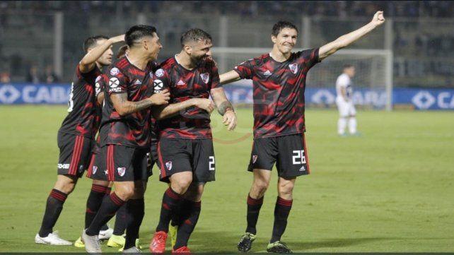 Felicidad pura. Nacho Fernández festeja el segundo gol que anotó aprovechando la distracción de la T.
