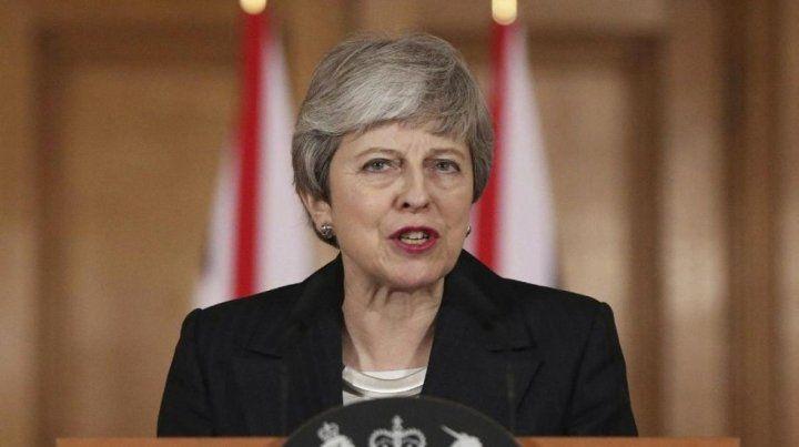 Theresa May trata de evitar una salida por las malas