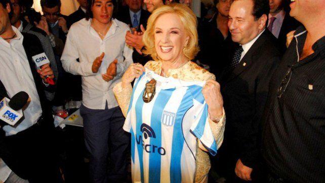 Los hinchas de Racing también festejaron el título en Rosario