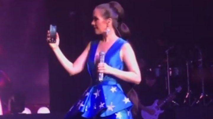 Natalia Oreiro saludó a Facundo Arana en medio de un recital en Rusia
