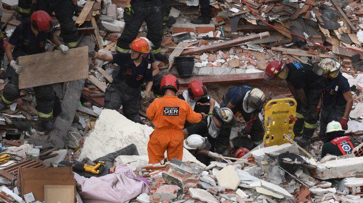 Un muerto por el derrumbe de un edificio en Buenos Aires