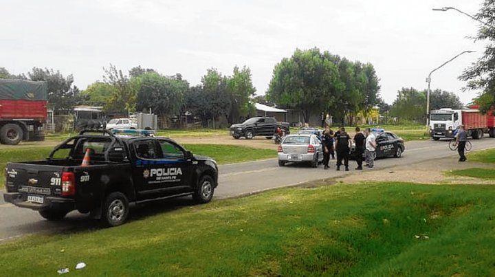 En la ruta. El sospechoso huía en un Chevrolet en el que hallaron un arma.